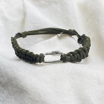 Mousqueton en argent cordon daim couleur kaki ajustable - bijoux de créateur