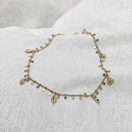 Chaîne de cheville avec pendentifs mini cauris et pampille en plaqué or - Bijoux fins et fantaisies tendances
