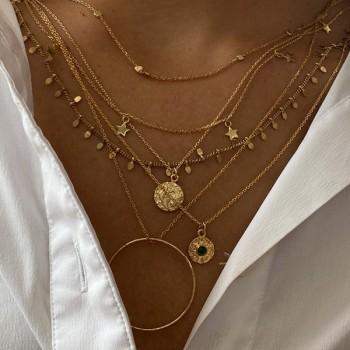 Collier sur chaine plaqué or médaille martelée pierre noire - Bijoux fins de créateur