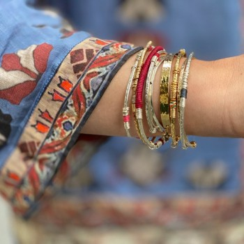 Jonc martelé ethnique en plaqué or et argent fil et couleur 15 anneaux - Bijoux originaux de créateurs