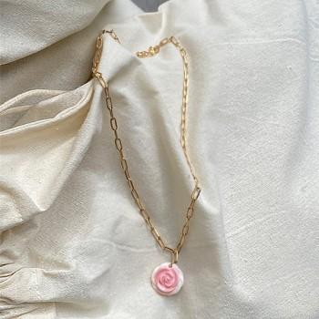 Collier sur chaine à maillons plaqué or pendentif rose nacrée - Bijoux moderne