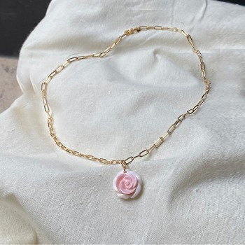 Collier sur chaine à maillons plaqué or pendentif rose nacrée - Bijoux fins et modernes