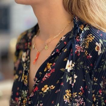 Collier sur chaine à maillons allongés plaqué or et pendentifs corail, coquillage, pièce de monnaie - Bijoux tendance