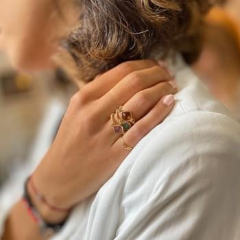 Bague sur fil plaqué or et médailles sertie pierre colorées - bijoux fins originaux de créateur