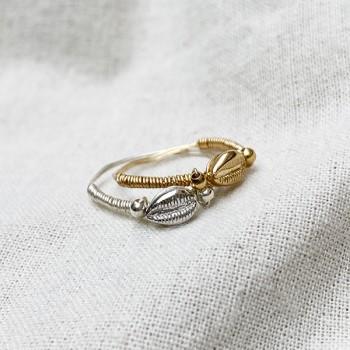 Bague mini coquillage Cauris en plaqué or ou argent montée sur fil - Bijoux fins et tendances