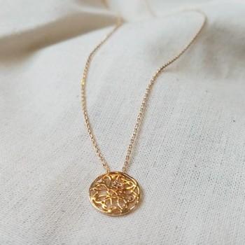 Collier médaille mini dentelle sur chaîne plaqué or - Bijoux fins et intemporels