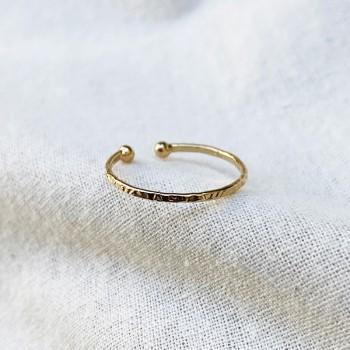 Bague martelée deux boules extrémité ajustable en plaqué or - Bijoux fins et intemporels
