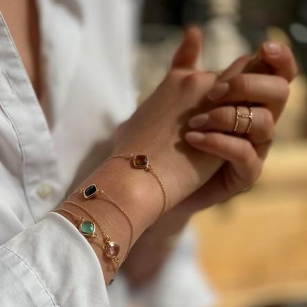 Bracelet sur chaine sertie d'une médaille de couleur en plaqué or - Bijoux fins et tendances