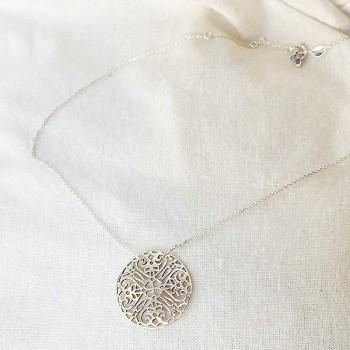 Collier médaille ronde dentelle sur chaîne  en argent - Bijoux fins et intemporels