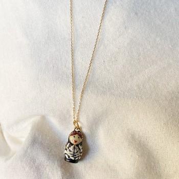 Collier médaille poupée russe en émaille noire sur chaine plaqué or - Bijoux fins et fantaisies