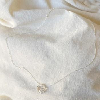 Collier 7 anneaux sur chaine en argent - Bijoux fins intemporels