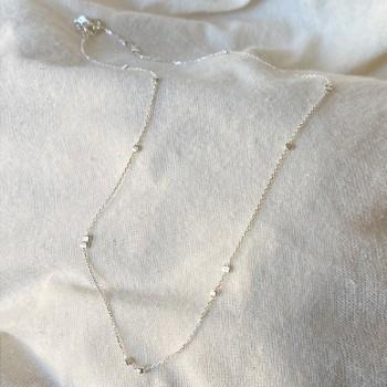 Collier petites perles à écraser irrégulières sur chaine en argent - Bijoux fins et intemporels
