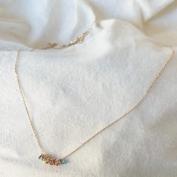 Collier anneaux perlés multicolores sur chaine en plaqué or - Bijoux fins et originaux