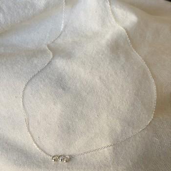 Collier sur chaine en argent avec 3 petits anneaux perlés - Bijoux fins et fantaisies
