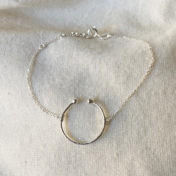 Bracelet anneau martelé ouvert sur chaine en argent - Bijoux fins et fantaisies
