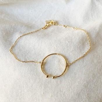 Bracelet anneau martelé ouvert sur chaine plaqué or - Bijoux fins et fantaisies