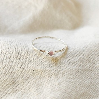 Bague fine martelée en argent micro pierres fines rose - Bijoux fins et fantaisies