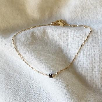 Bracelet Délicat en plaqué or avec une pierre semi-précieuse en spinelle - Bijoux fins et intemporels