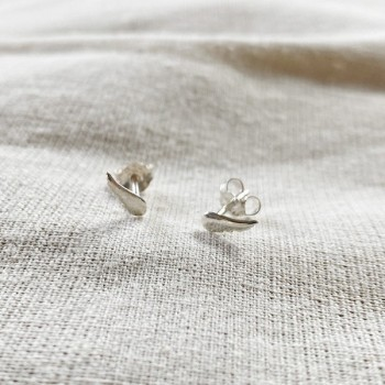 Boucles d'oreilles puce aile d'ange fine en argent - Bijoux fins de créateur