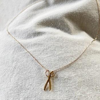 Collier pendentif en forme de ciseaux sur chaine en plaqué or - bijoux fins et fantaisies