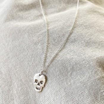 Collier pendentif en forme de tête de mort sur chaine en argent -bijoux fins et fantaisies