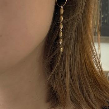 Créoles pendante chaine minis feuilles en plaqué or - Bijoux fins et délicats