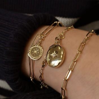 Bracelet à longs maillons fins et médaille ronde gravure étoile en plaqué or - bijoux fins et tendances