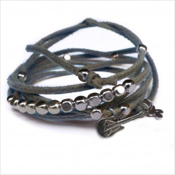 Mini charms guitare sur daim noué gris perles en argent - bijoux modernes - gag et lou - bijoux fantaisie