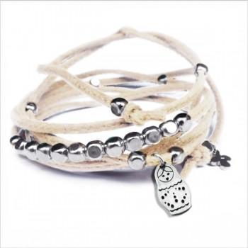 Mini charms matriochka sur daim noué crème perles en argent - bijoux modernes - gag et lou - bijoux fantaisie